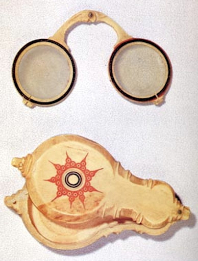 pince nez oldest pair with known owner.png